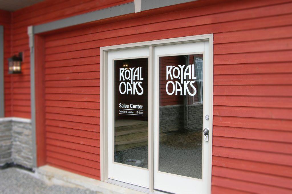 Royal-WIndow-Sign-1024x683
